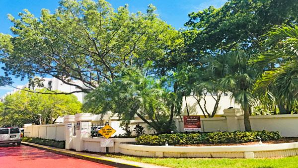 Plaza of Americas Condos
