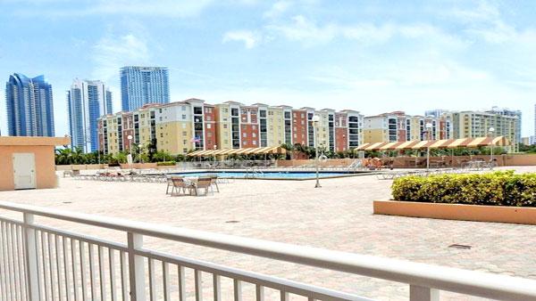 winston towers 100 pool