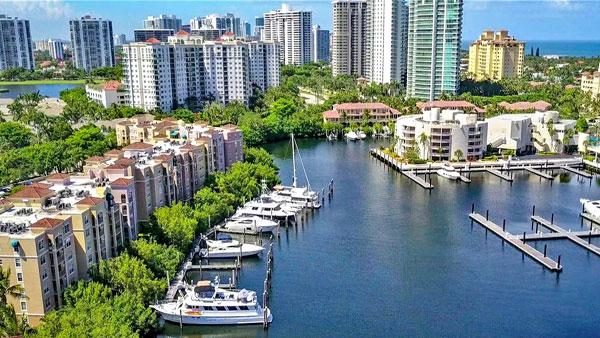 the yacht club aventura marina for large boats