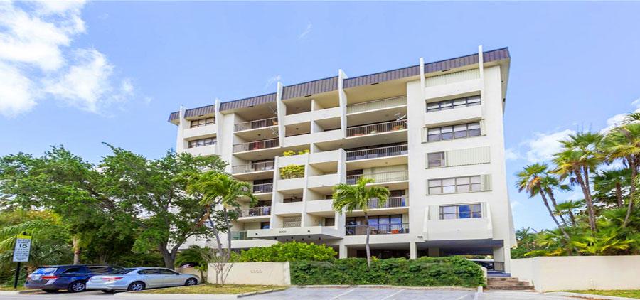 9300 harbor terrace condominium complex