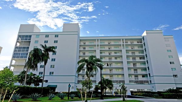 le Laurier condominium complex